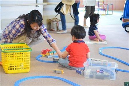 大治町 子育て支援センター はるっこ 職員と子供その2