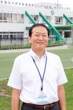 機能的で開放的な校舎でのびのびと育む。/川崎市立土橋小学校 校長 鈴木信一郎先生