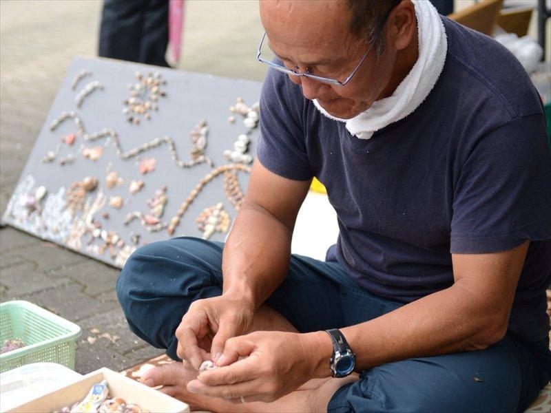 作品づくりに取り組む所長の武山さん