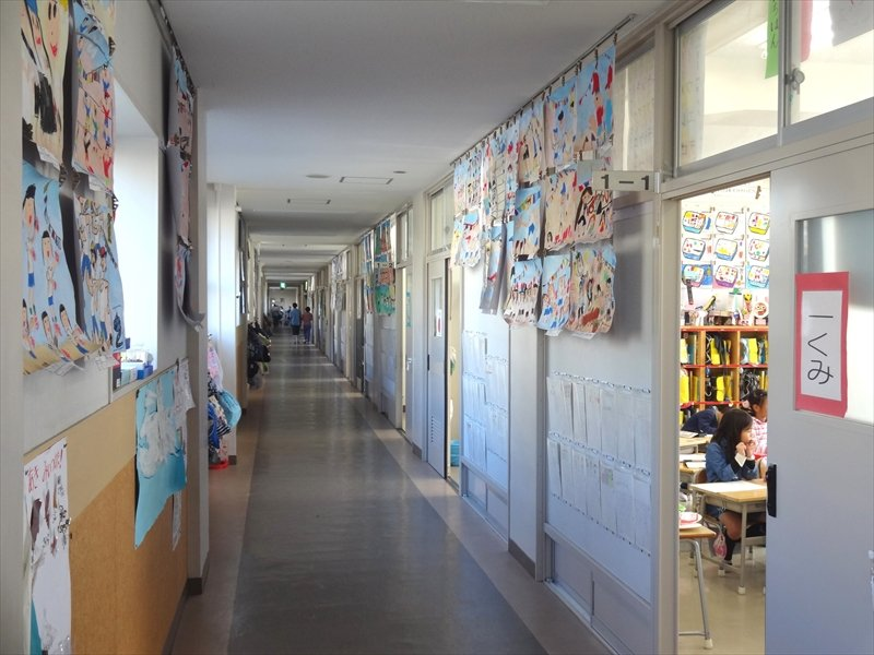 川上北小学校 廊下