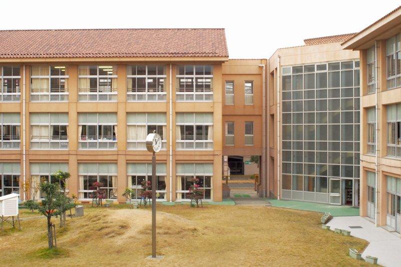 小学校の外観