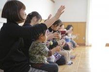 生の歌と本物の楽器に触れ、親子や友達とのふれあいを楽しむ場/うたりずむ 岩崎美代子さん・高橋美穂さん