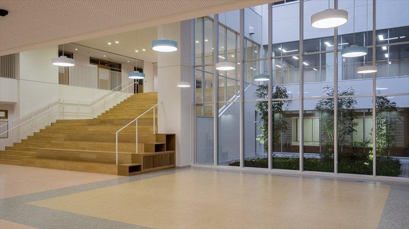 大階段と光庭