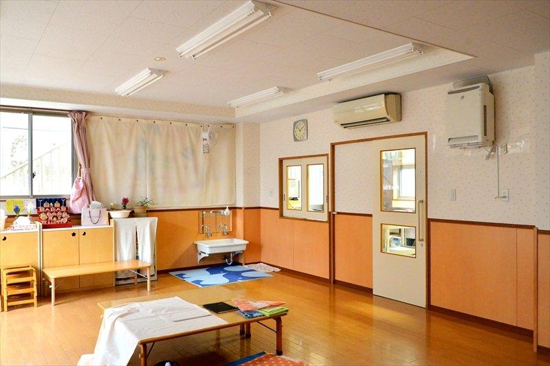 シンプルに整えられた保育室