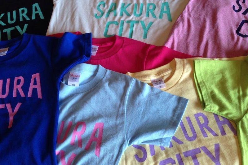 「SAKURA CITY」のTシャツ