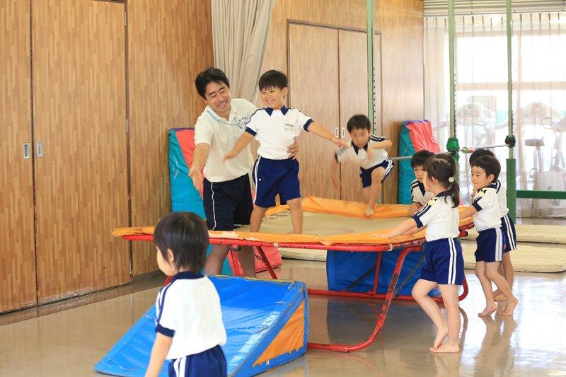 体操スクールの指導の様子