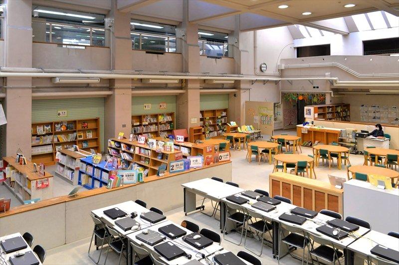 広々とした図書館