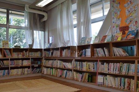 西東京市立東小学校 図書館