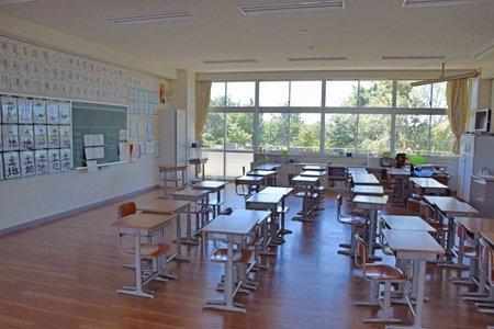 印西市立西の原小学校 教室