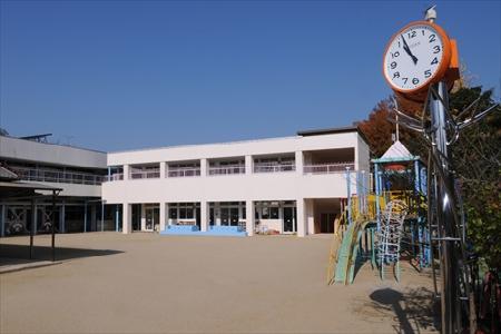志だみ幼稚園外観時計2