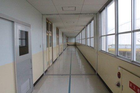 和泉市立光明台中学校 廊下