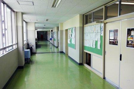 貫井中学校廊下
