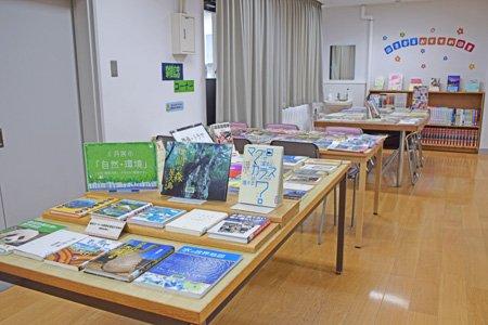 貫井中学校図書館
