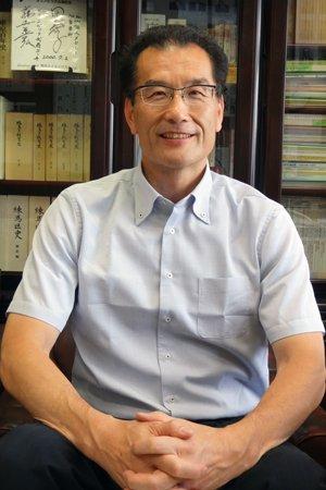貫井中学校長先生近影