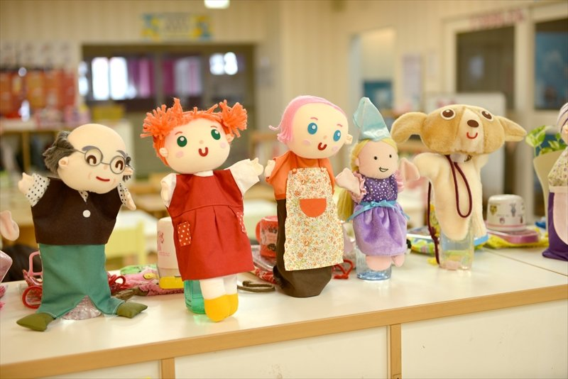 棚の上に飾られた人形
