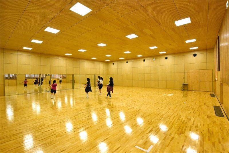 武道館・ダンス部の部活風景。いずれは放課後にたくさんの生徒が残って活動をしているというのが理想だという