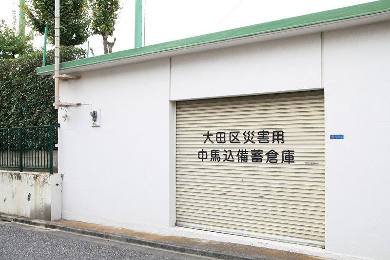 備蓄倉庫の壁塗りも地域と協力して行った
