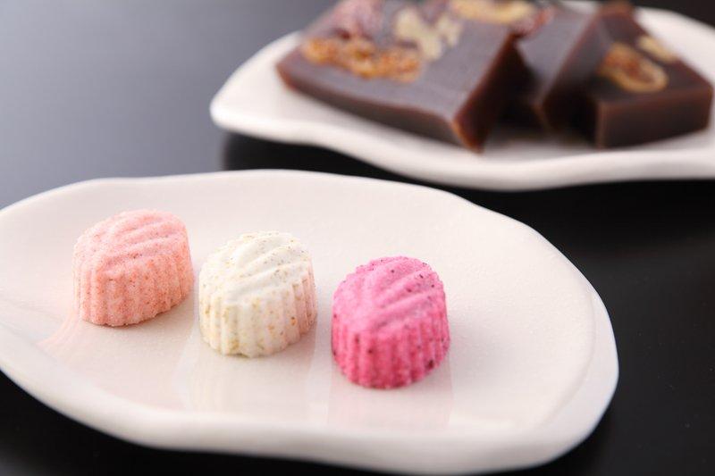 見た目も美しい2種類の和菓子
