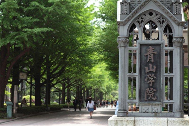 青山学院の門