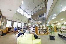 「生涯ずっと本を読み続けてほしい。」 図書館の枠を超えた取り組みで想いを伝える図書館/鎌ケ谷市立図書館 館長 髙橋さん、主査 米井さん、株式会社すばる 図書館事業室 椎名さん