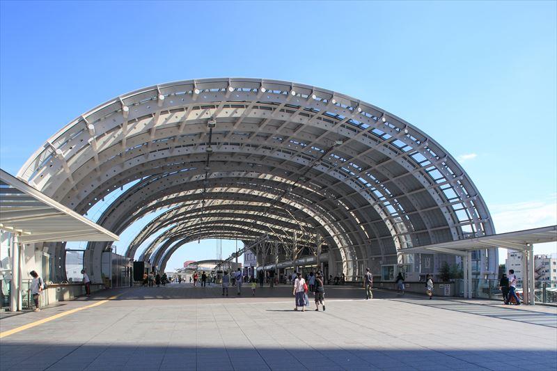 多くの人が行き交う、さいたま新都心駅