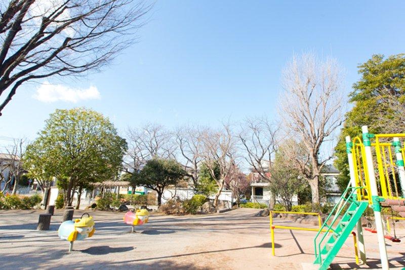 千早公園など公園も多い