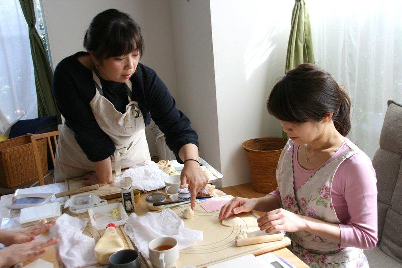 丁寧にパンの作り方を教えるとさかさん