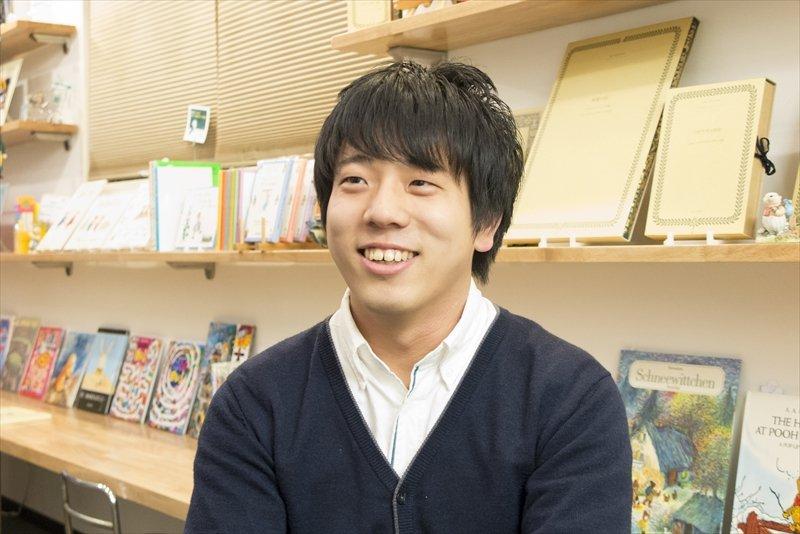 「えほんのがっこう」代表兼校長の中村亮介さん
