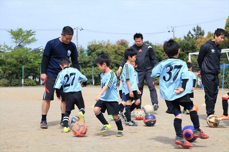 磯辺FC インタビュー コーチと子どもたち
