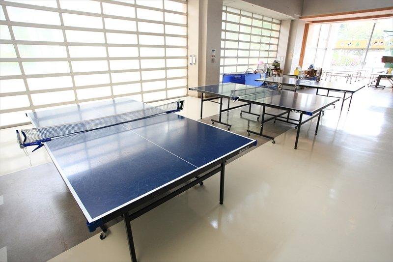 「プレイルーム」には卓球台が備え付けられている 「中央こども館」