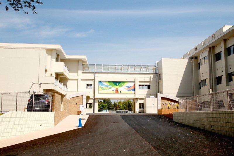 2015(平成27)年度に大規模改修を終えた「みよし市立天王小学校」