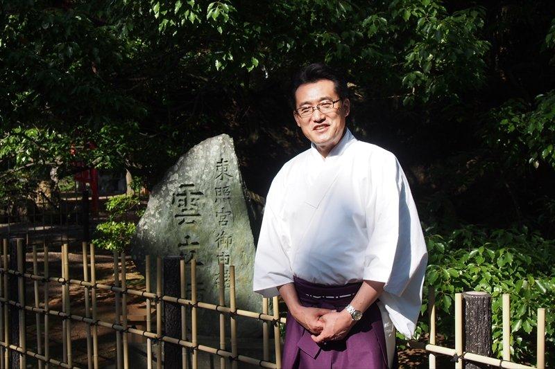 浜松八幡宮への熱い思いを語る、宮司の桑島佳令さん