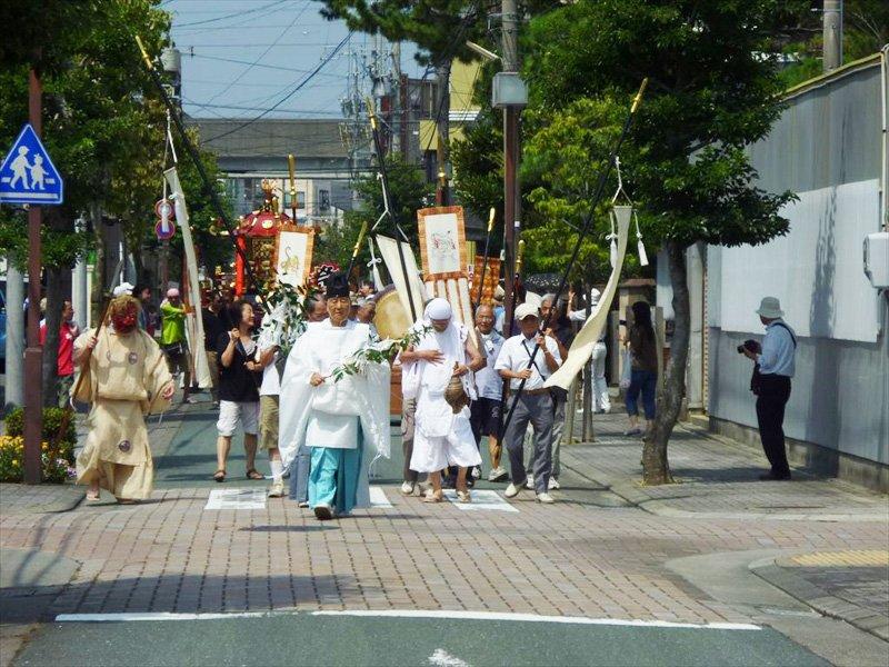 大祭で行われる渡御の様子(浜松八幡宮提供)