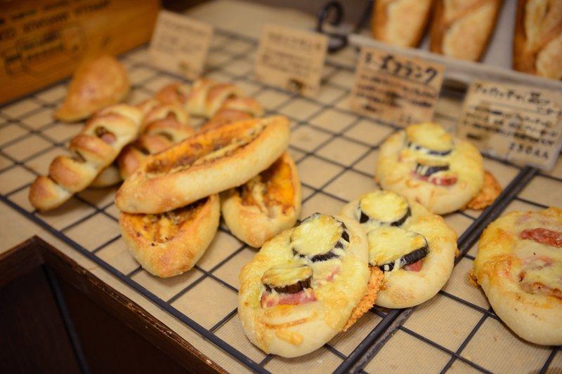 朝から晩までパン作りに関わっている豊永さんの作る様々な種類のパン