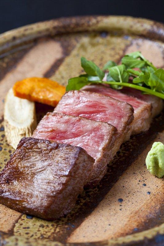 会席の一例。「のざき牛のステーキ」