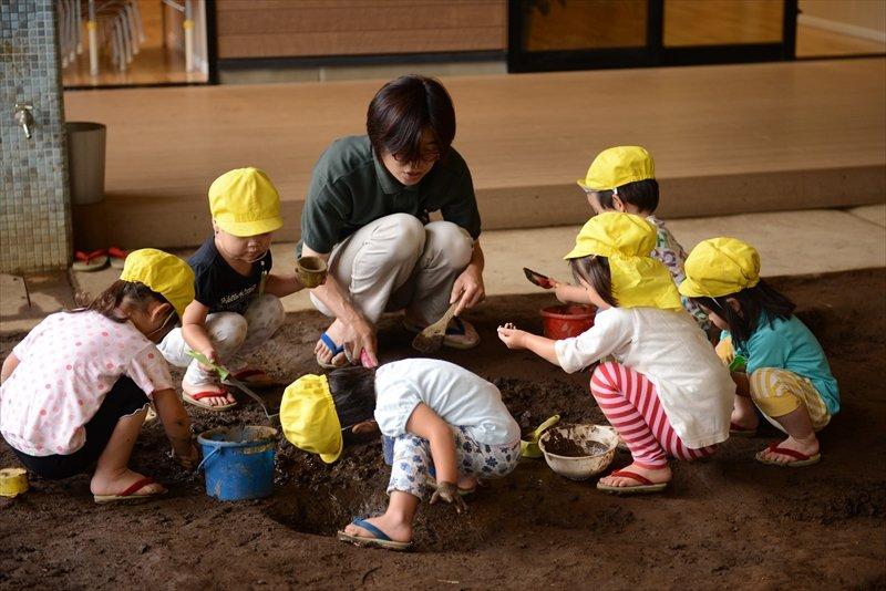 泥遊びも大切な教育