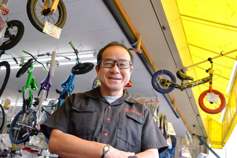 """""""街の便利な自転車屋さん""""として親しまれる「セオサイクル 調布国領店」/セオサイクル 調布国領店 店長 会沢さん"""