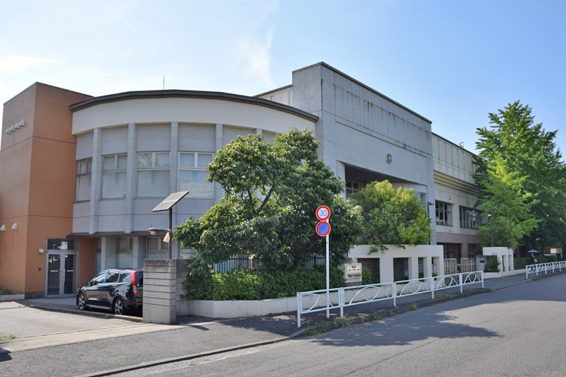 美しいデザインの校舎