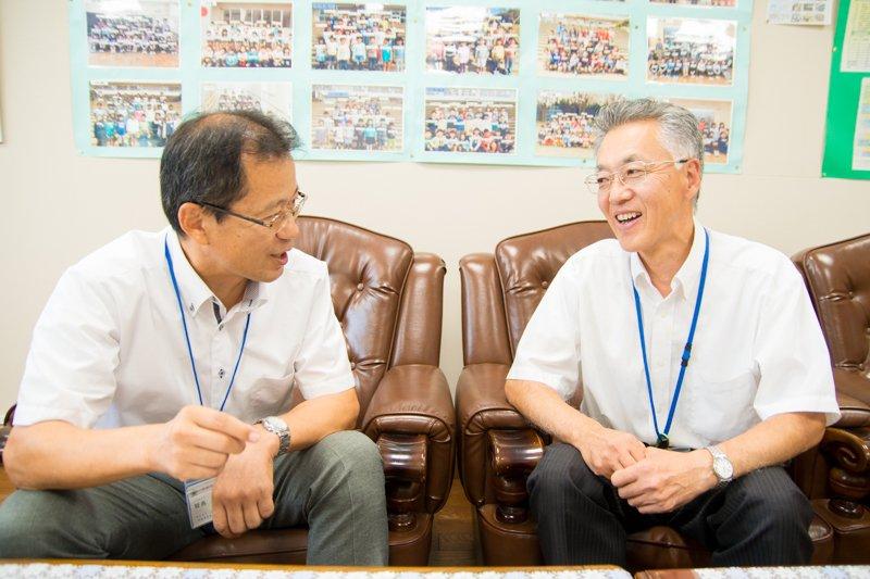 「守谷市立黒内小学校」小池義寿 校長先生(左)、吉田克也 教頭先生(右)