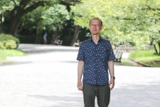 格式と伝統を有しながら、広く開放されている自然豊かな「京都御苑」