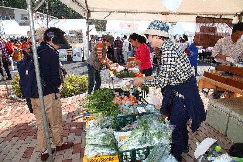 地元の農産物を購入できる「しんゆりファーマーズ」のゾーン