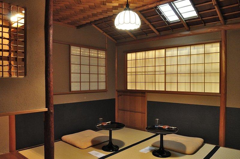 二階にある茶室「露庵」