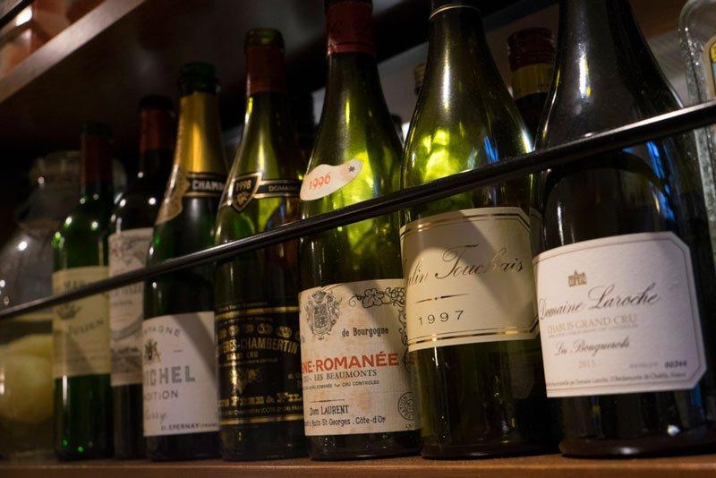 様々な産地から揃えられたワイン
