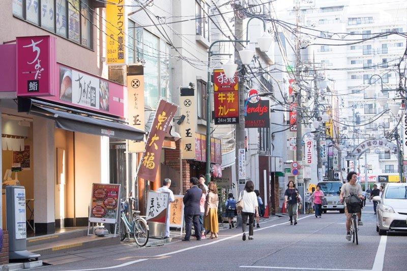 「あけぼのばし通り商店街」の街並み