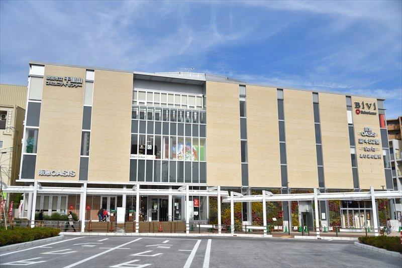 「駅前アゼリア保育園」が入る駅前商業ビル「BiVi千里山」
