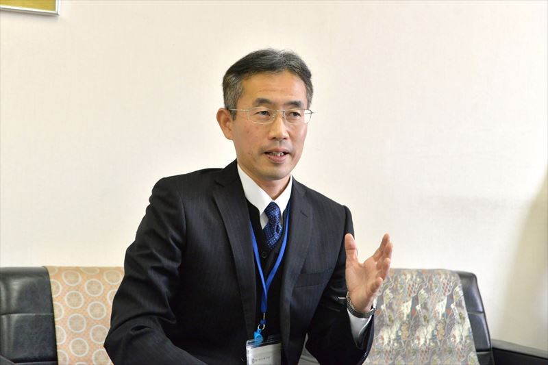 「鶴ヶ島市立藤小学校」校長の向田正人先生