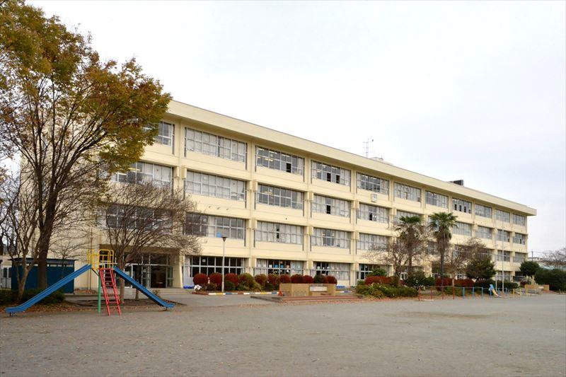 「鶴ヶ島市立藤小学校」外観