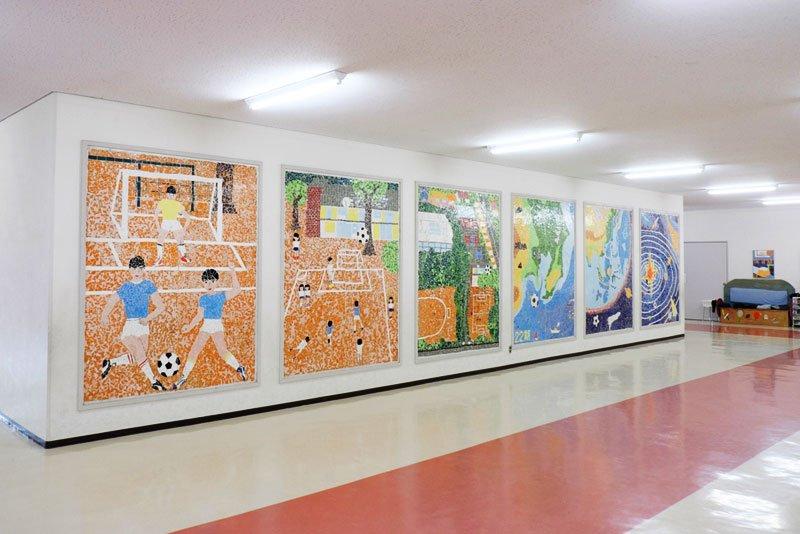 廊下に飾られた卒業制作
