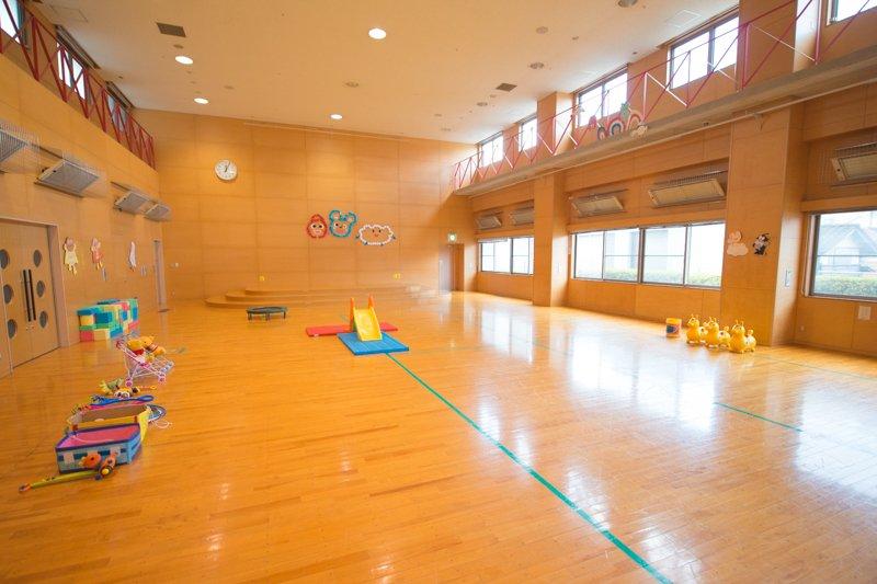 児童館内の「遊戯室」も十分な広さがある