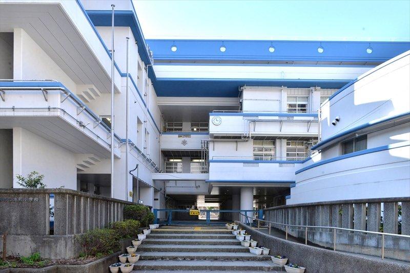 「横浜市立本町小学校」